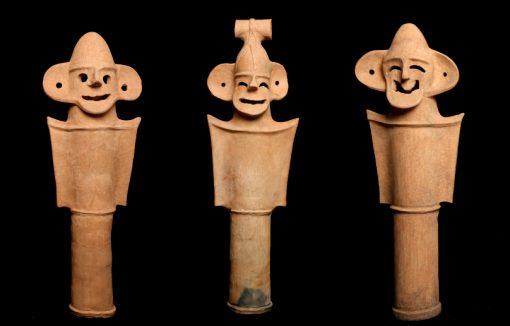 笑う盾持ち人物埴輪